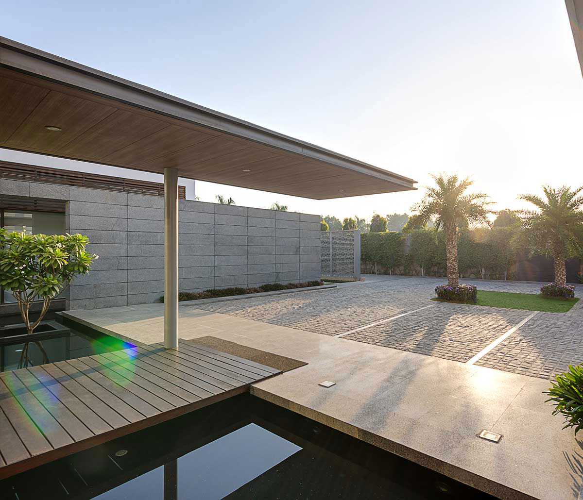 Modern Center Court Villa in New Delhi by DADA Partners-04