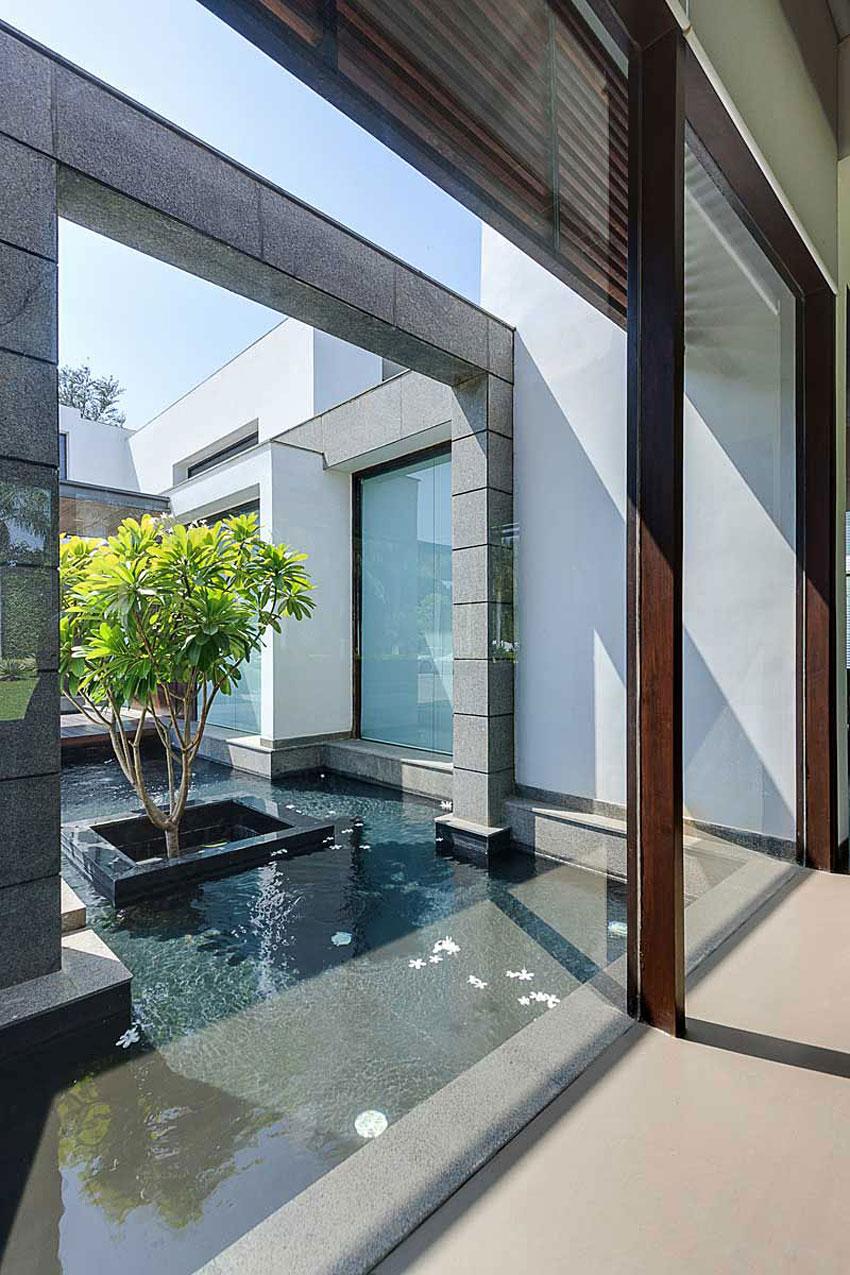 Modern Center Court Villa in New Delhi by DADA Partners-06