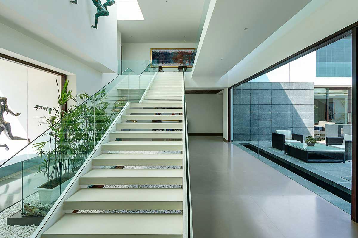 Modern Center Court Villa in New Delhi by DADA Partners-08