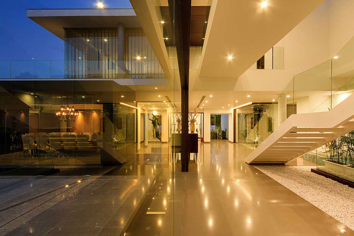 Modern center court villa in new delhi by dada partners for Duta villa interior design