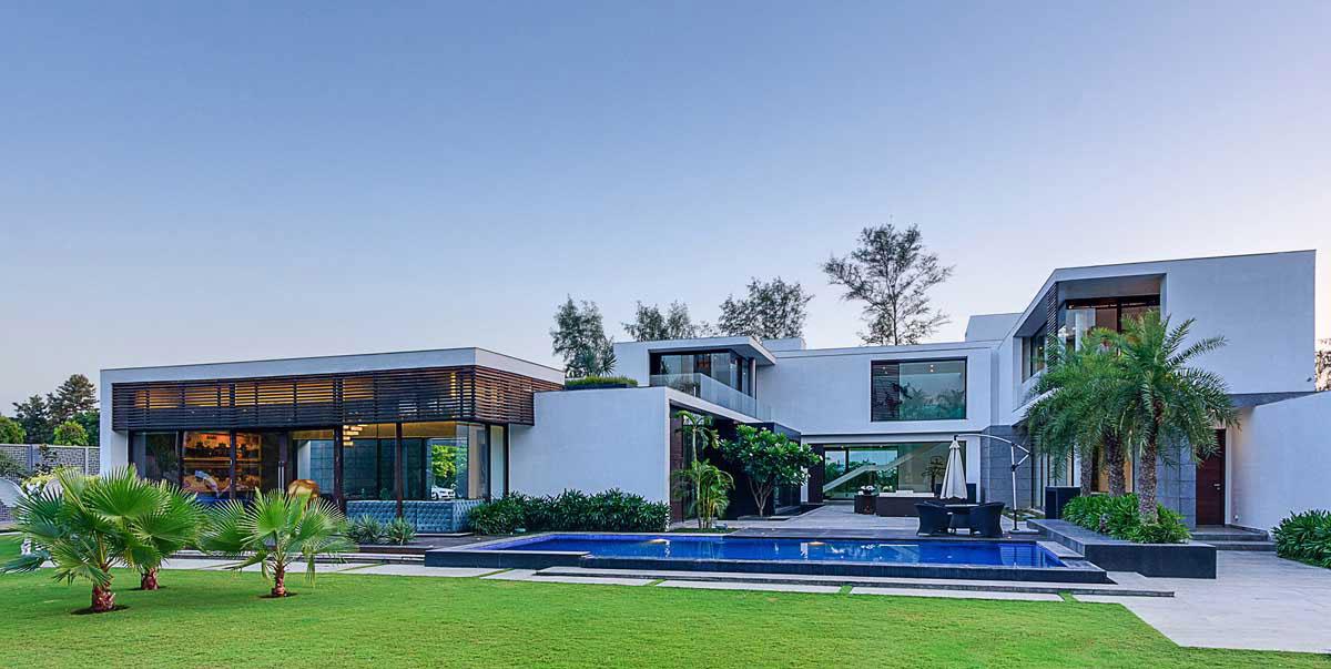 Modern Center Court Villa in New Delhi by DADA Partners-19