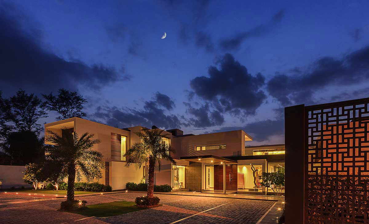 Modern Center Court Villa in New Delhi by DADA Partners-21