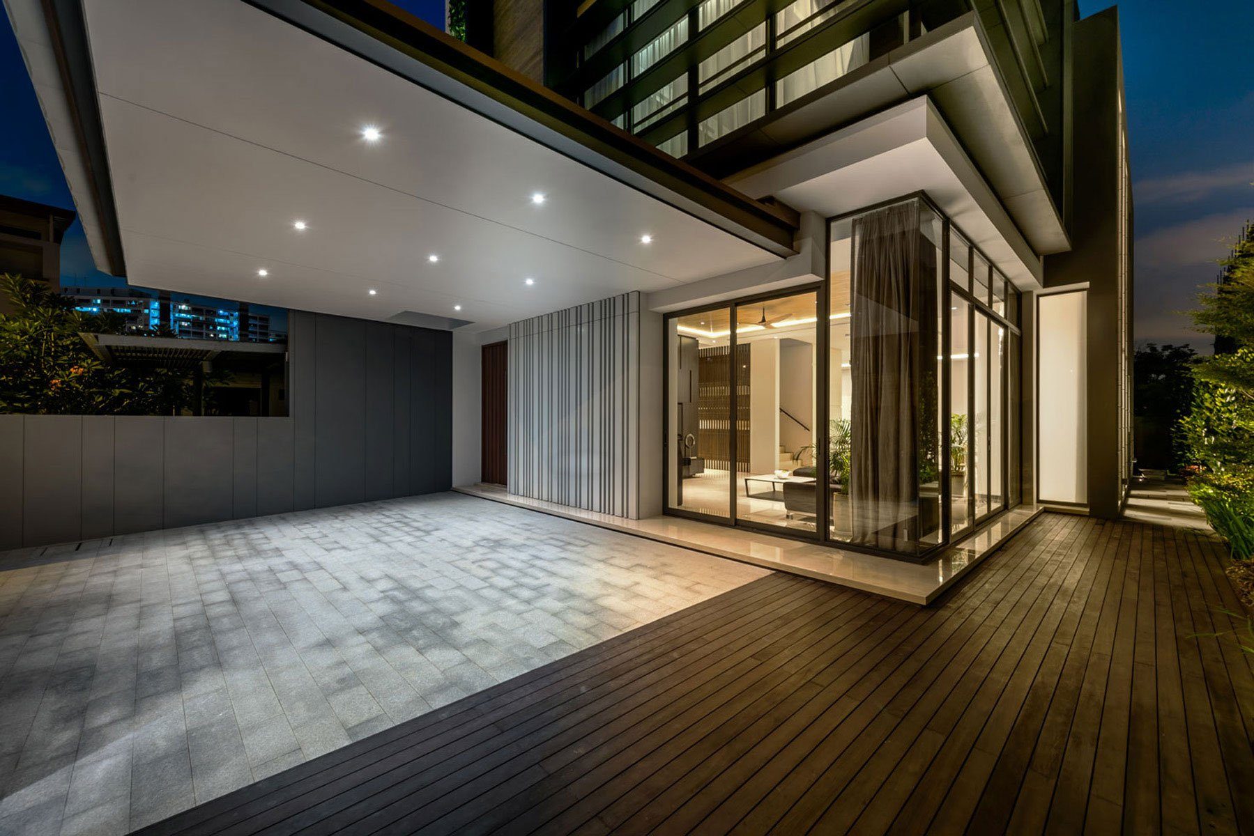 Modern green wall house in singapore by adx architects pte for Household design limited
