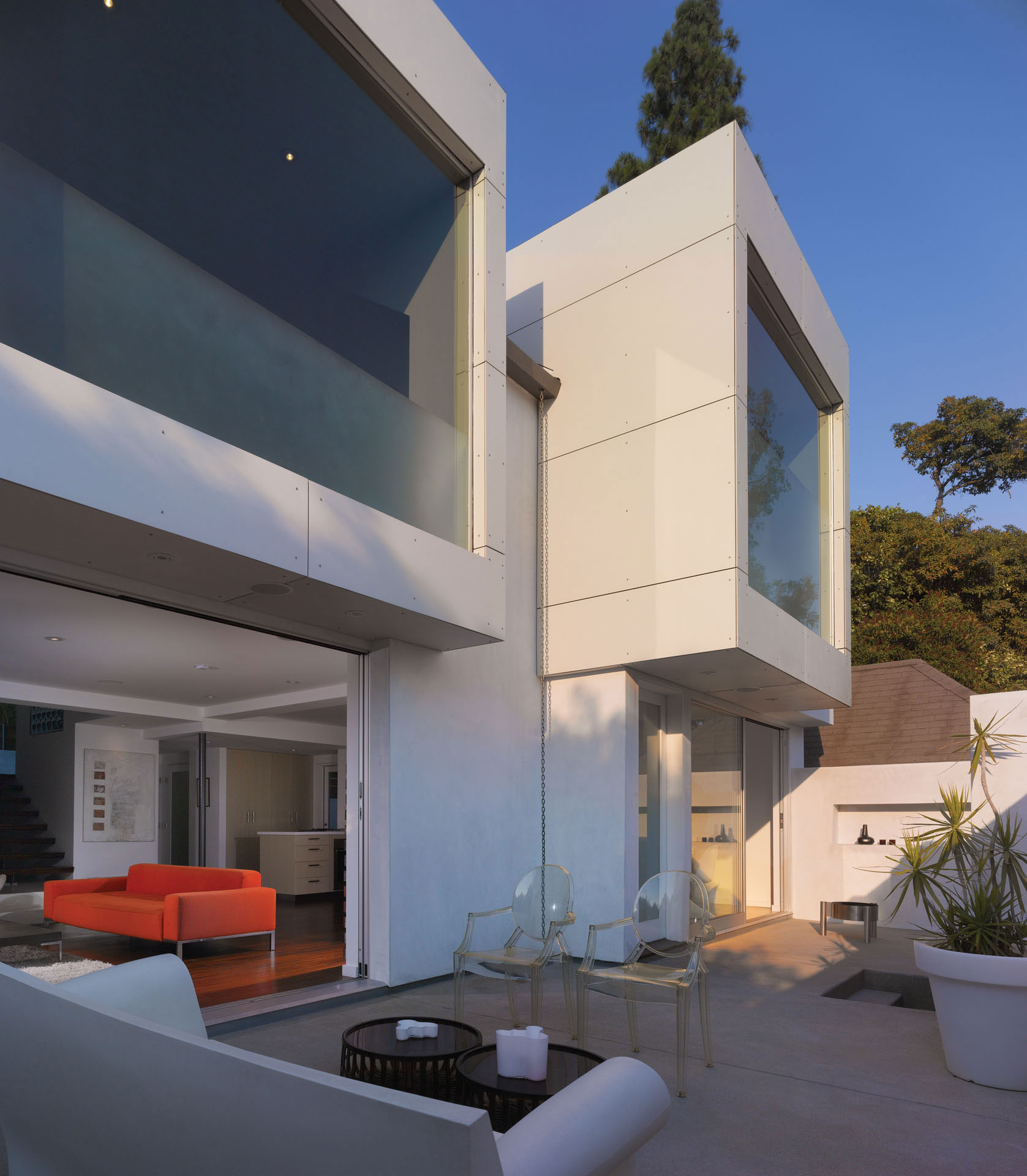 Modern Hollywood Hills Residence with Secret Roof Garden by Griffin Enright Architects-01