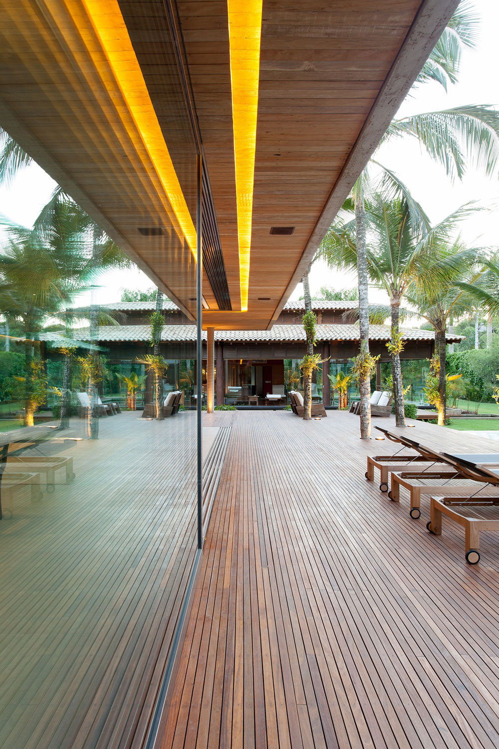 Modern Leisure Pavilion of MZ Residence by Basiches Arquitetos-05