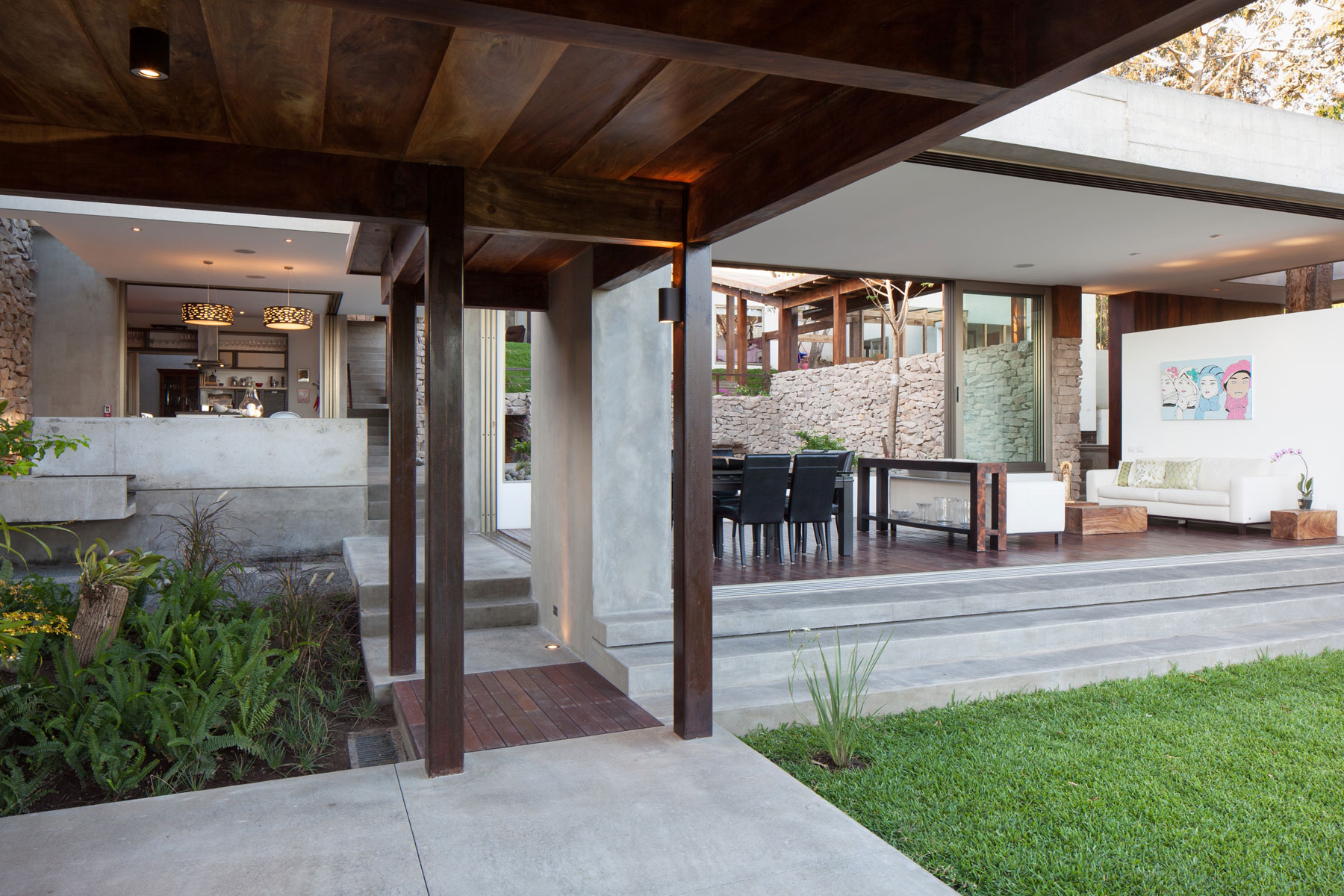 Modern rustic sensation of garden house in el salvador by for Home designs with garden