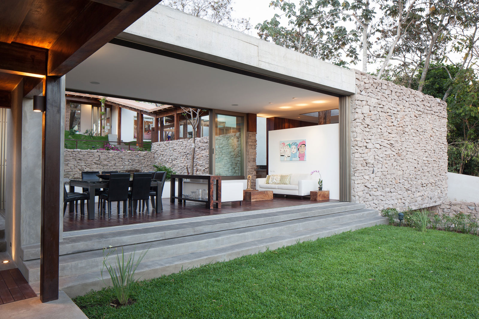 Modern House Design With Garden : Modern Rustic Sensation Of Garden House  In El Salvador By