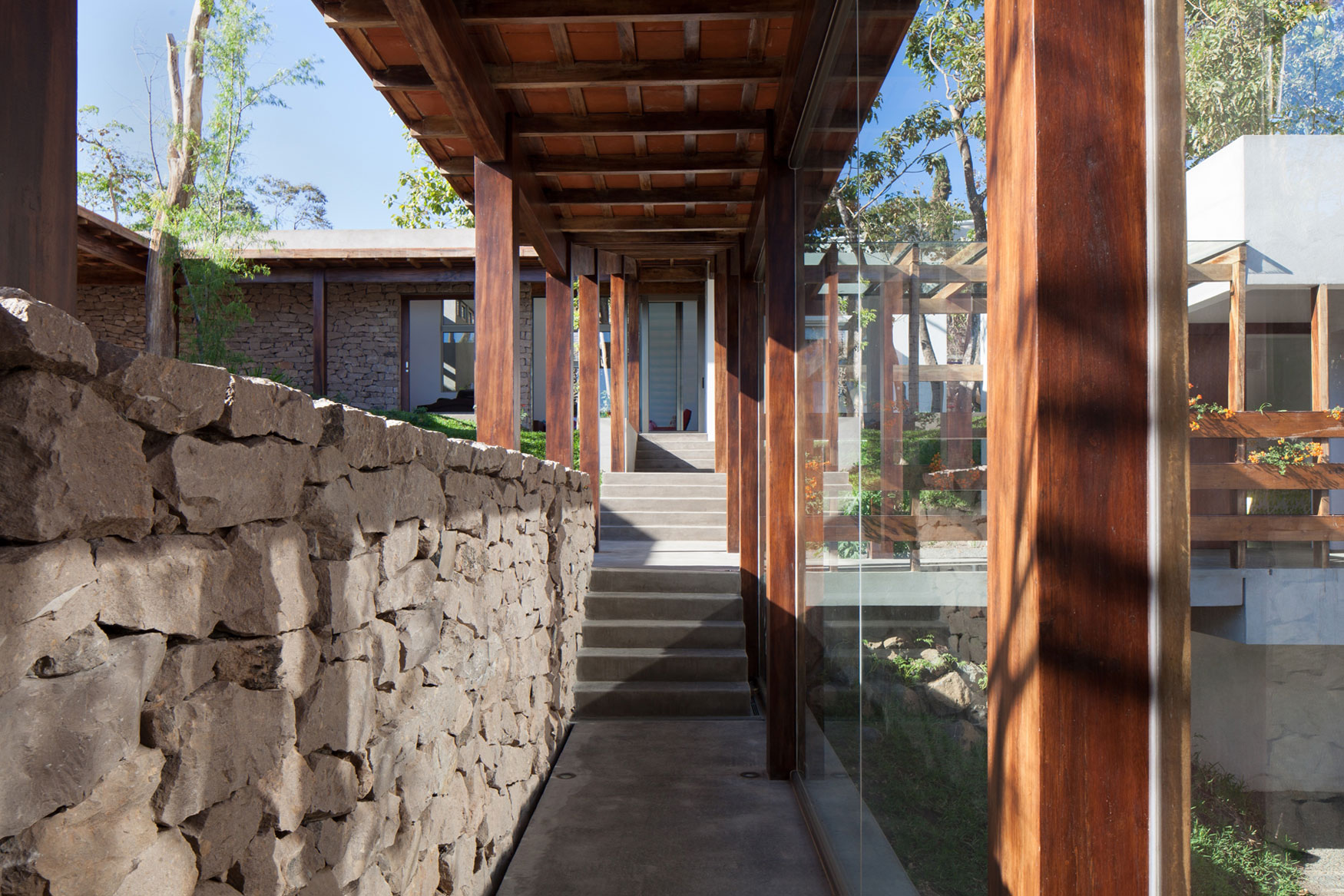 Modern, Rustic Sensation Of Garden House in El Salvador by Cincopatasalgato-07