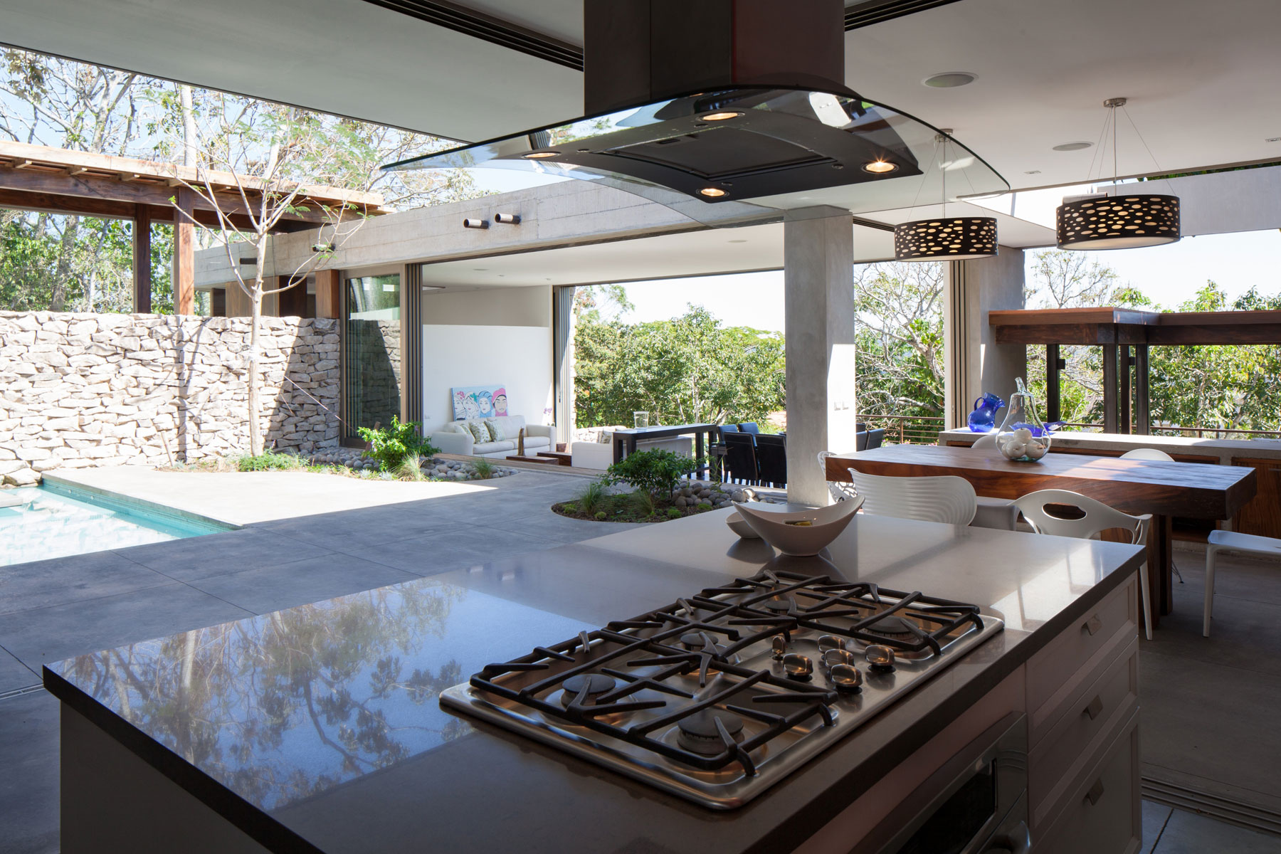 Modern, Rustic Sensation Of Garden House in El Salvador by Cincopatasalgato-09