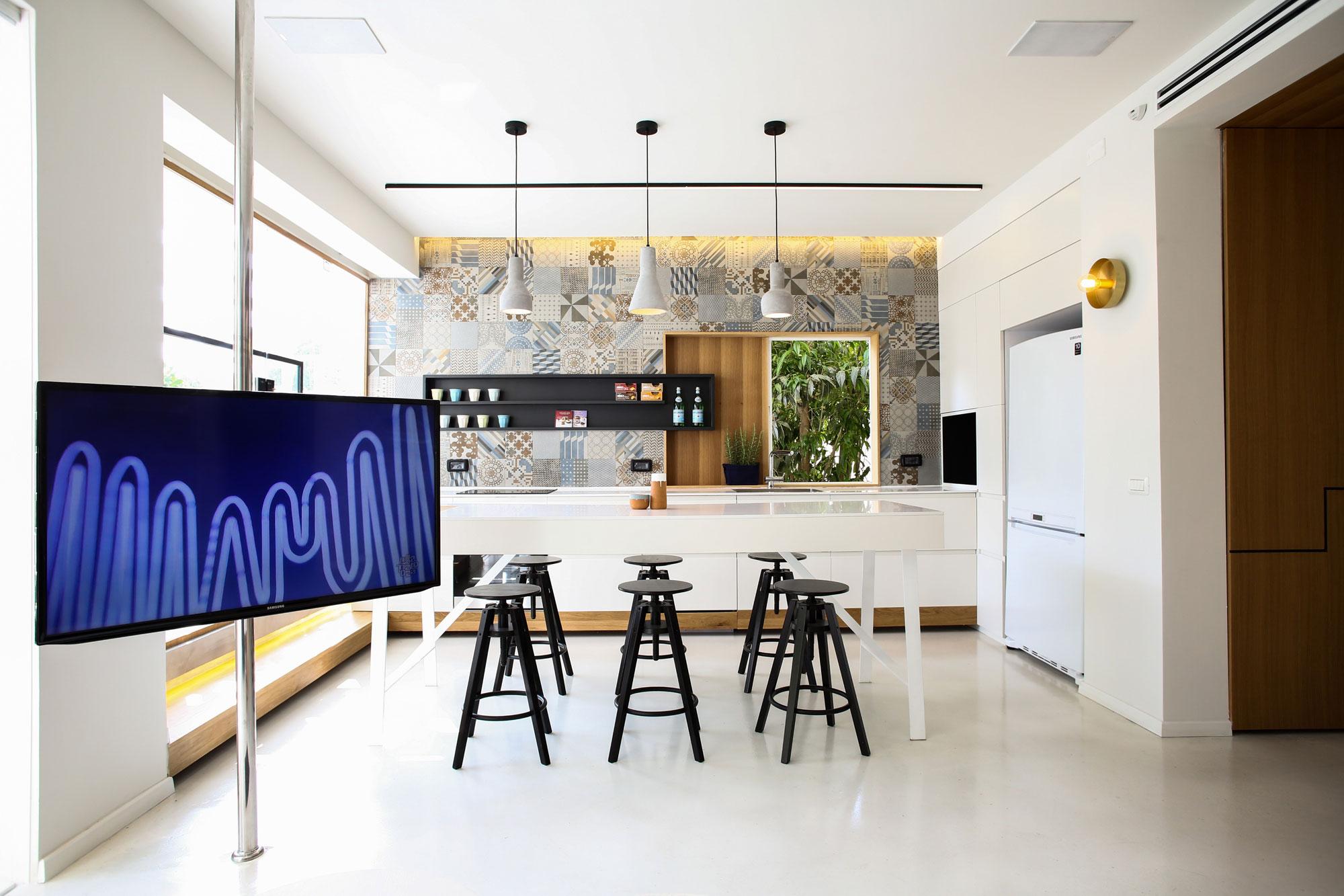 Modern Weisel Apartment in Tel Aviv by Dori Interior Design-12
