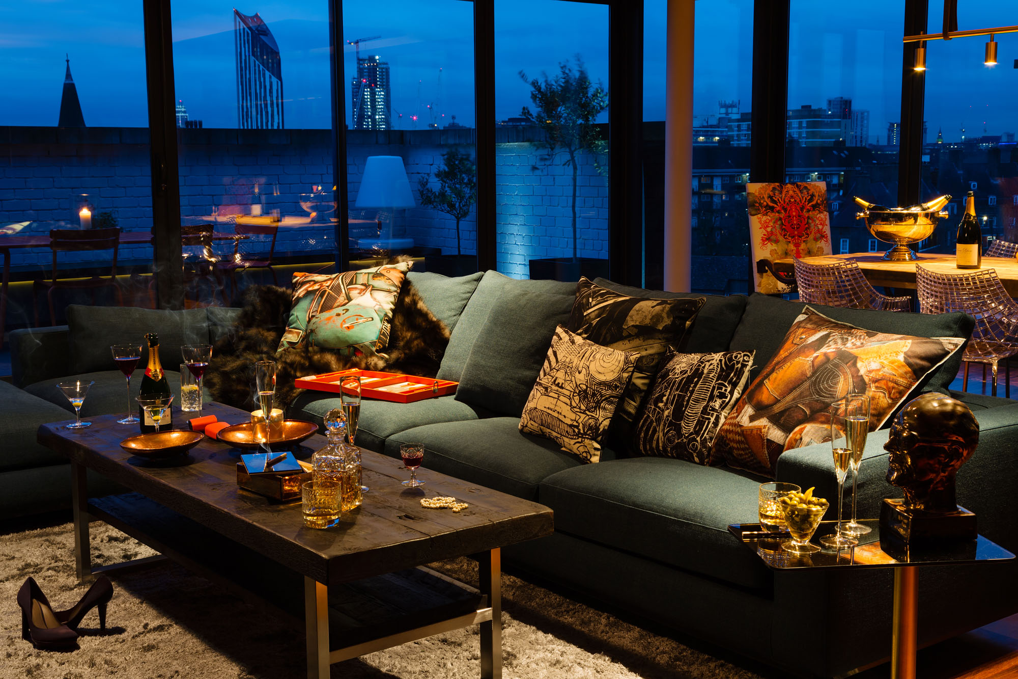 Night and Day Bermondsey Penthouse in London by Daniel Hopwood-01