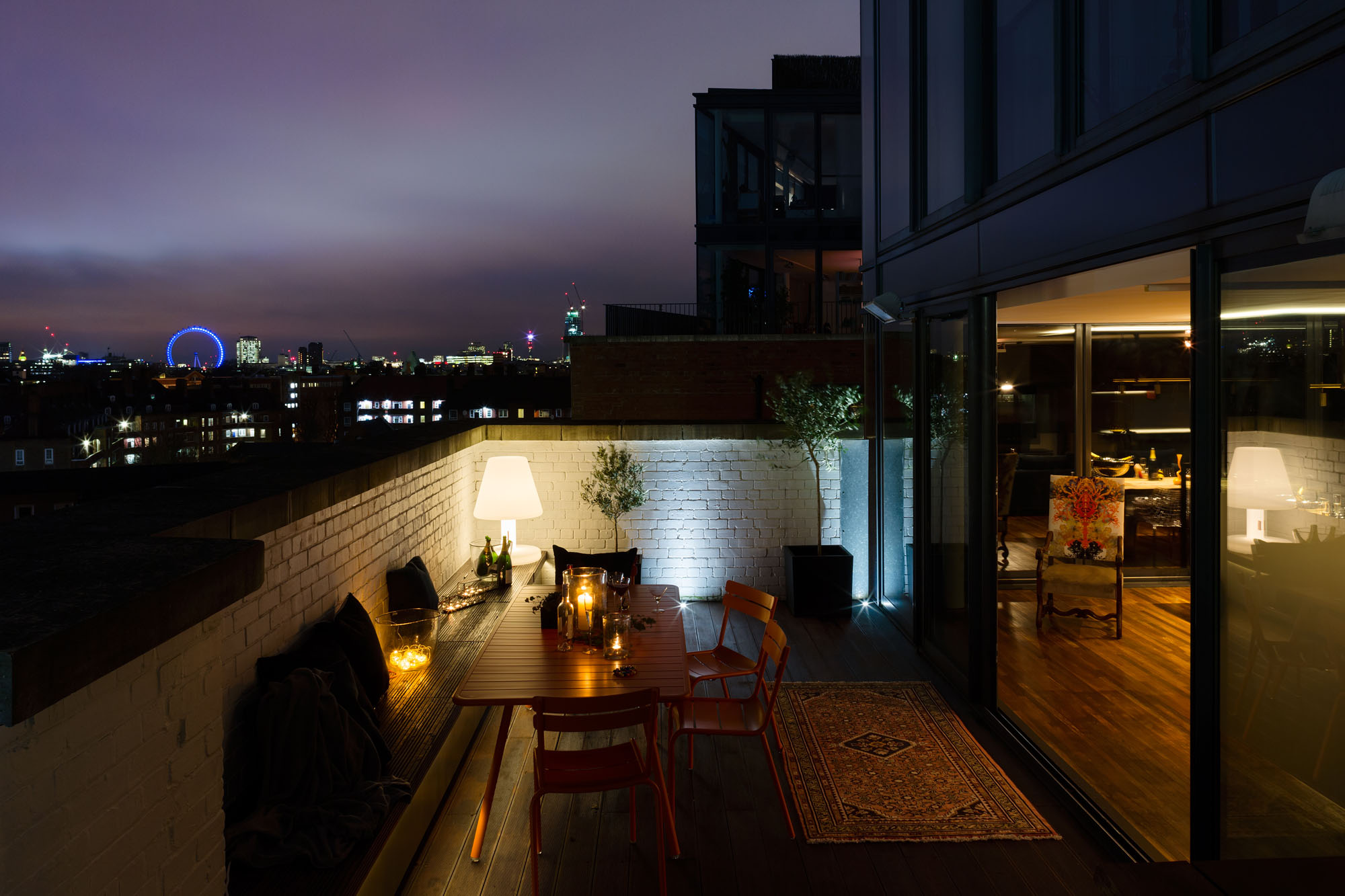 Night and Day Bermondsey Penthouse in London by Daniel Hopwood-02