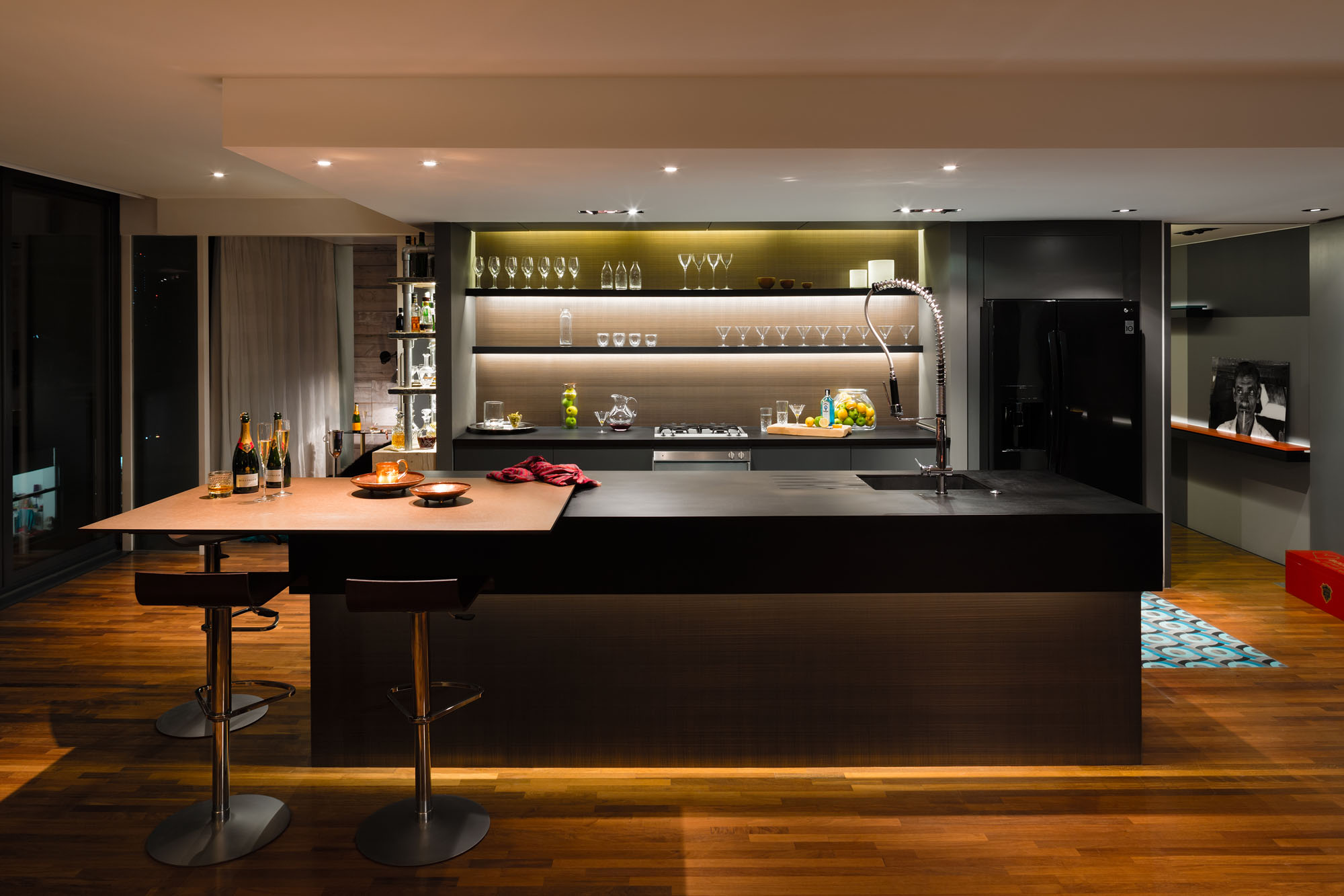 Night and Day Bermondsey Penthouse in London by Daniel Hopwood-05