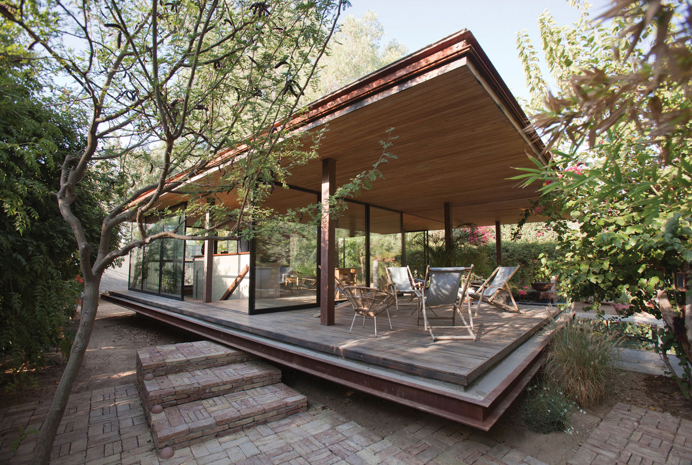 Pavilion at Architect's Residence in Nicosia by Kythreotis Architects-01