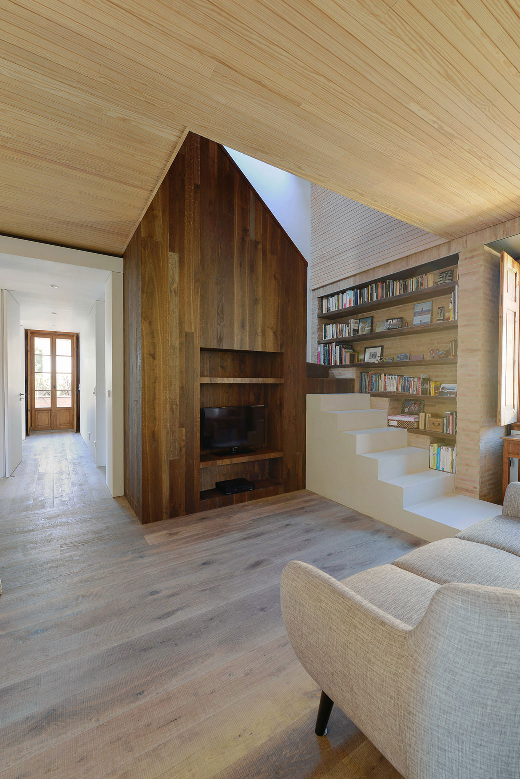 Renovation of a 1923 House in Estoril by Ricardo Moreno Arquitectos-14