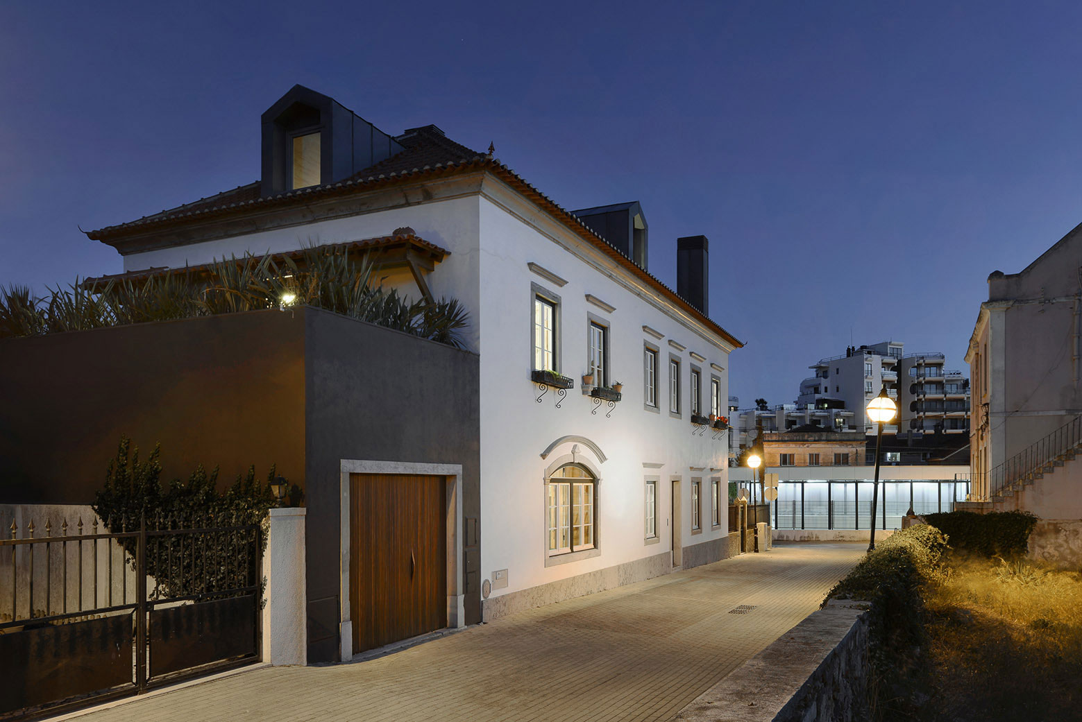 Renovation of a 1923 House in Estoril by Ricardo Moreno Arquitectos-38