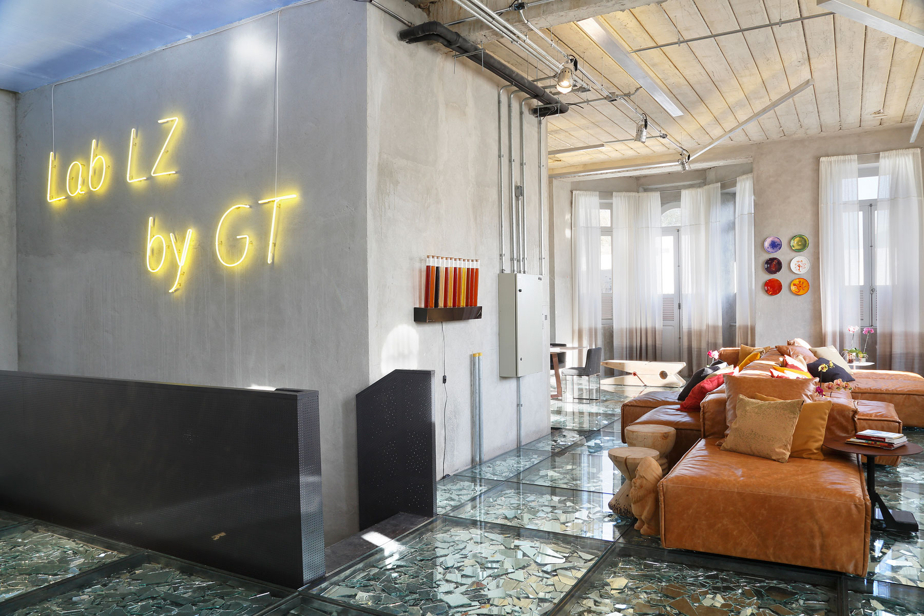 Stylish and Eclectic Design with Broken Glass Floor of Lab LZ for Casa Cor Rio 2015 by Giselle Taranto Architecture-01