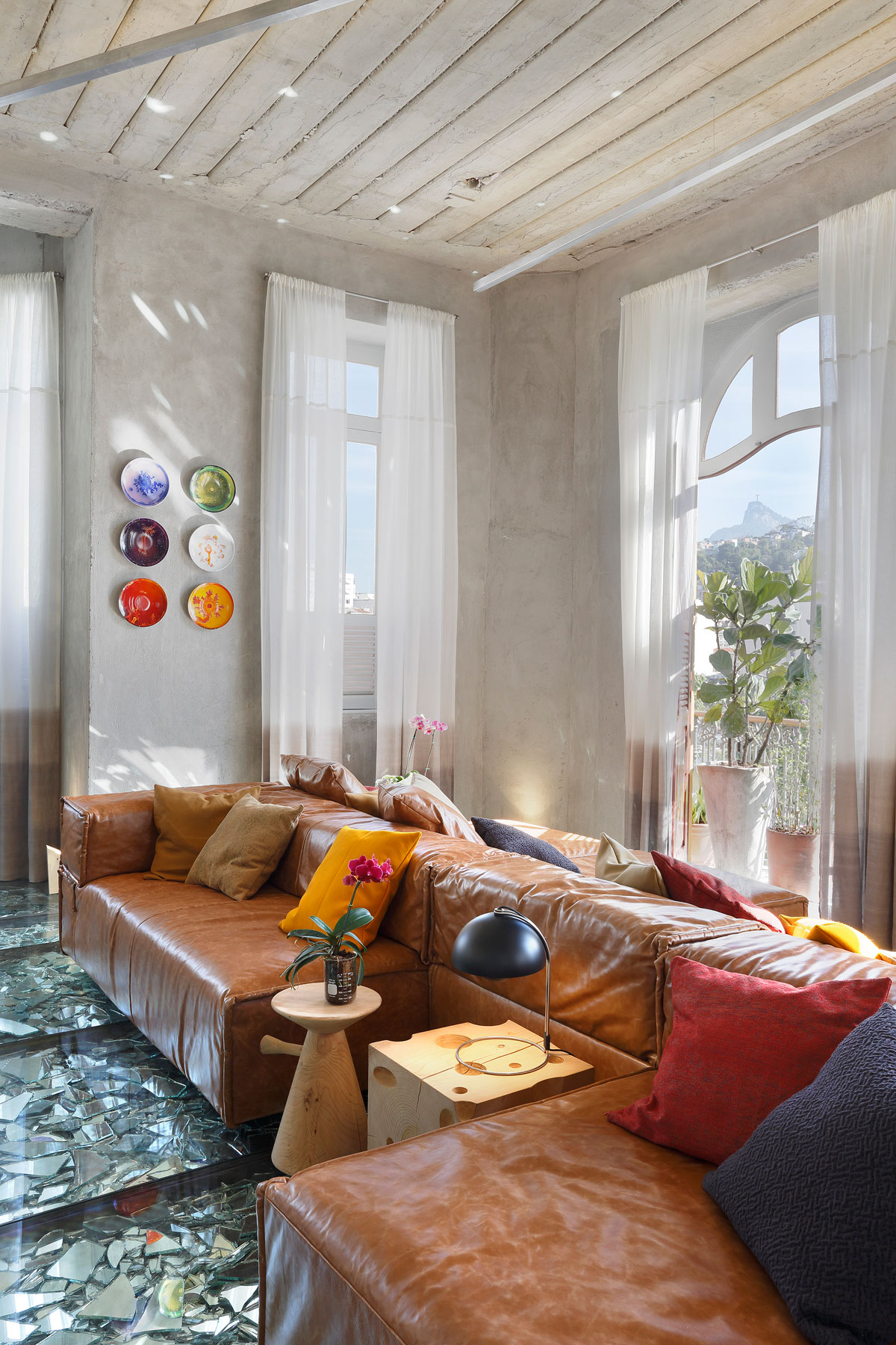 Stylish and Eclectic Design with Broken Glass Floor of Lab LZ for Casa Cor Rio 2015 by Giselle Taranto Architecture-08