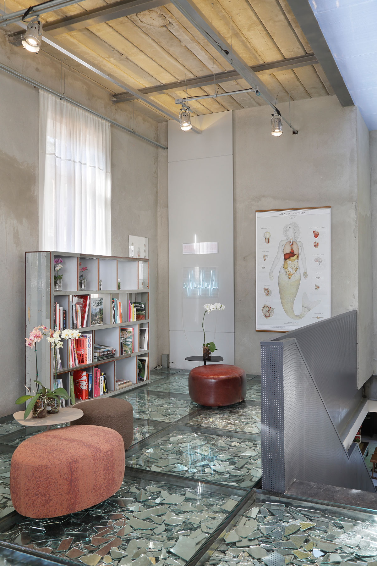 Stylish and Eclectic Design with Broken Glass Floor of Lab LZ for Casa Cor Rio 2015 by Giselle Taranto Architecture-17