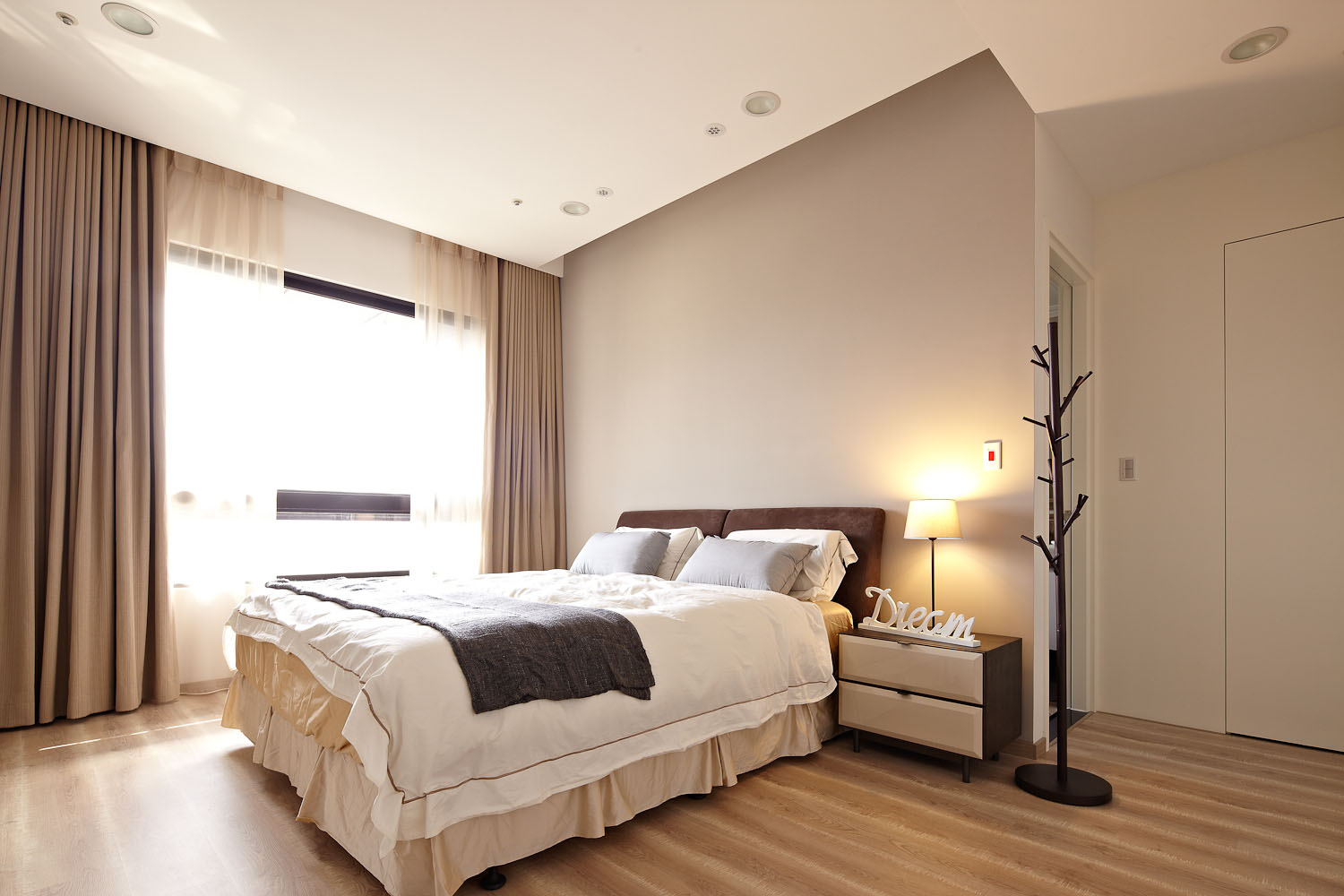 Sun from the West Coast Contemporary Apartment in Taipei by Alfonso Ideas-11