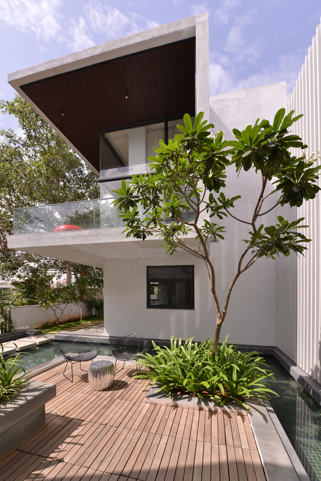 The Courtyard House near Bangalore by Abin Design Studio-08
