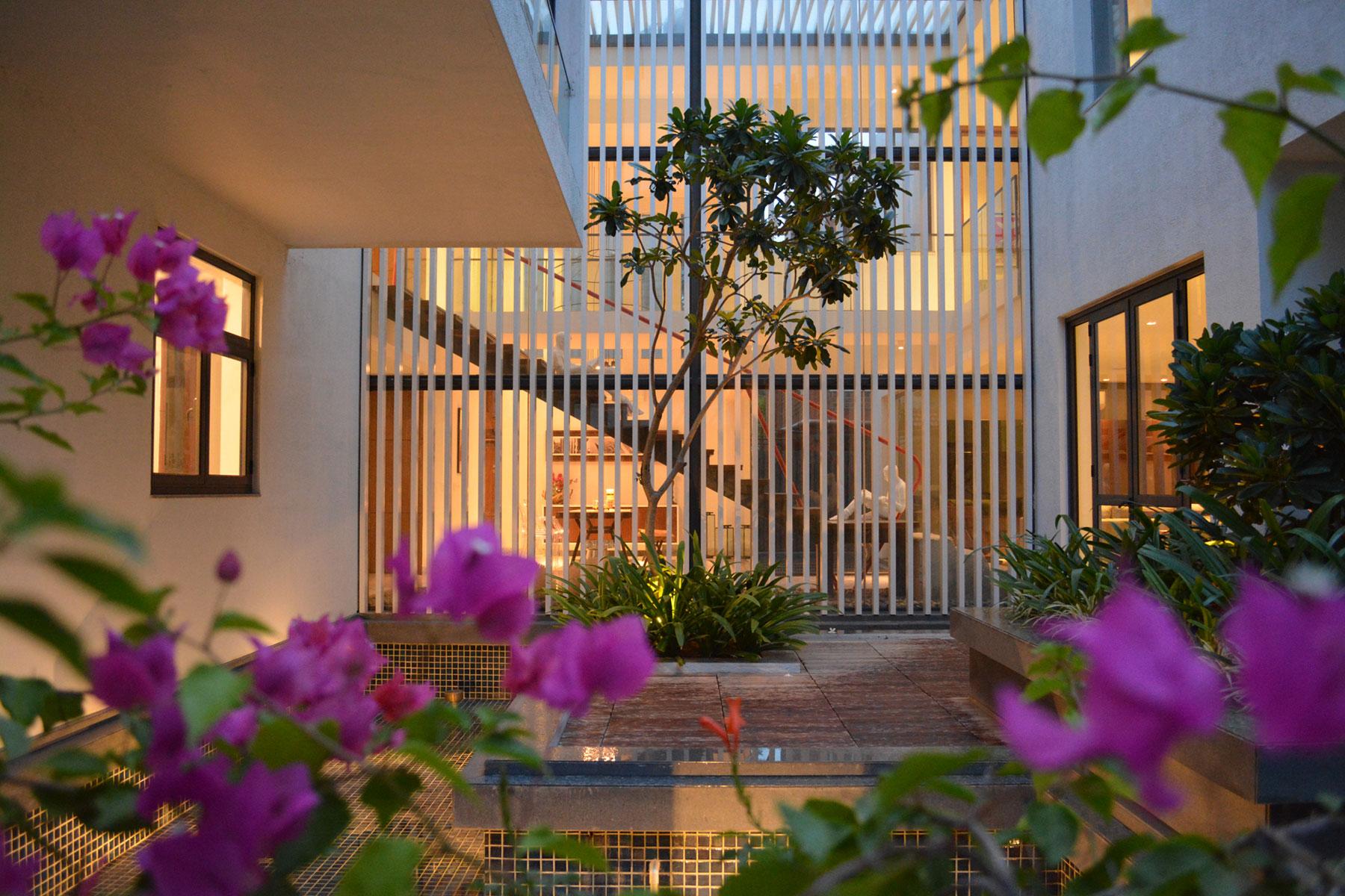 The Courtyard House near Bangalore by Abin Design Studio-25