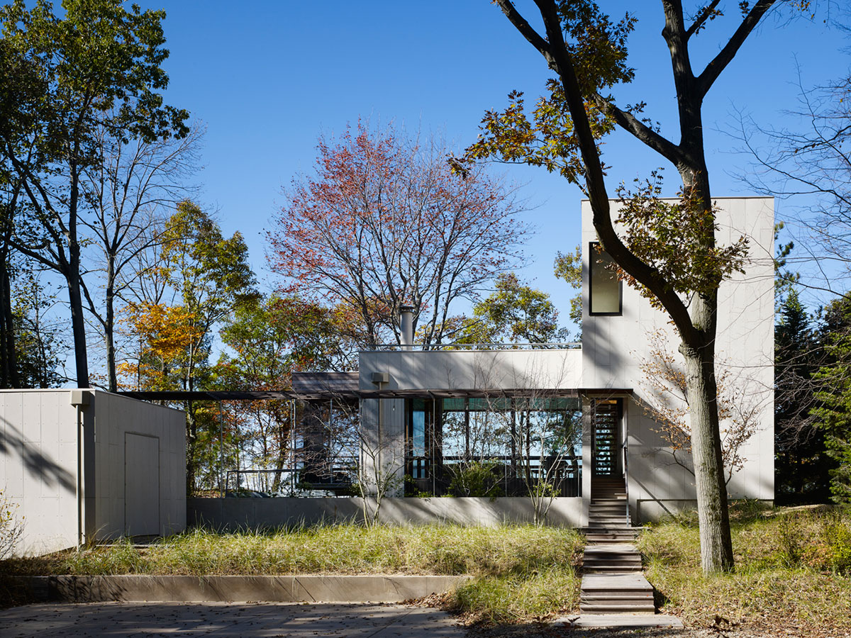 Tranquility and Simplicity Core Elements of Suns End Retreat in Harbert Michigan by Wheeler Kearns Architects-01