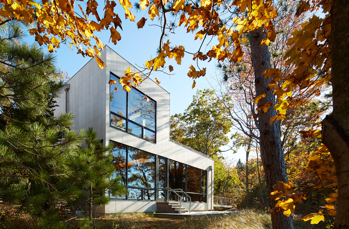 Tranquility and Simplicity Core Elements of Suns End Retreat in Harbert Michigan by Wheeler Kearns Architects-06