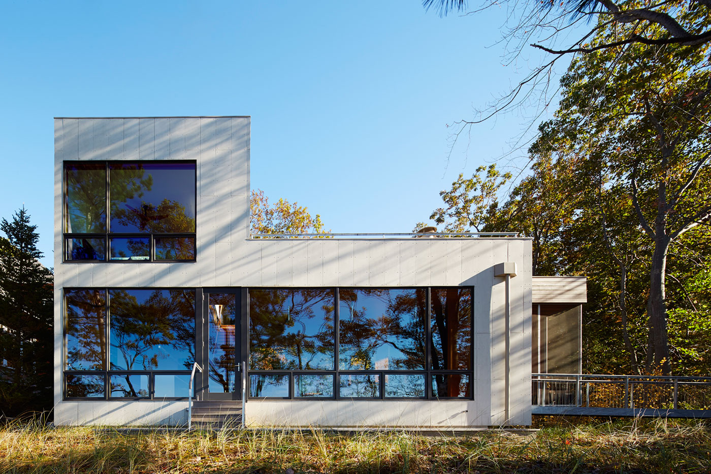 Tranquility and Simplicity Core Elements of Suns End Retreat in Harbert Michigan by Wheeler Kearns Architects-07