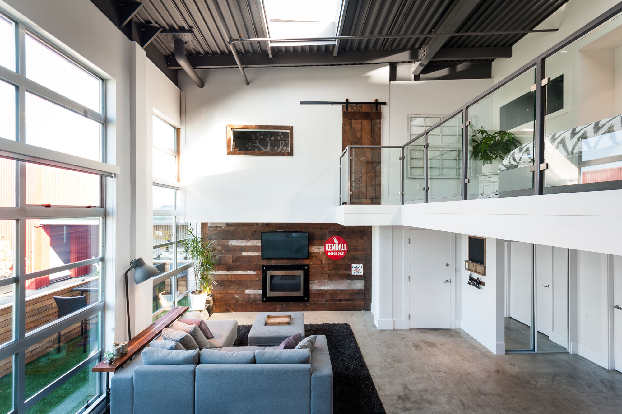 Vintage Modern Double Height Loft in Vancouver-02