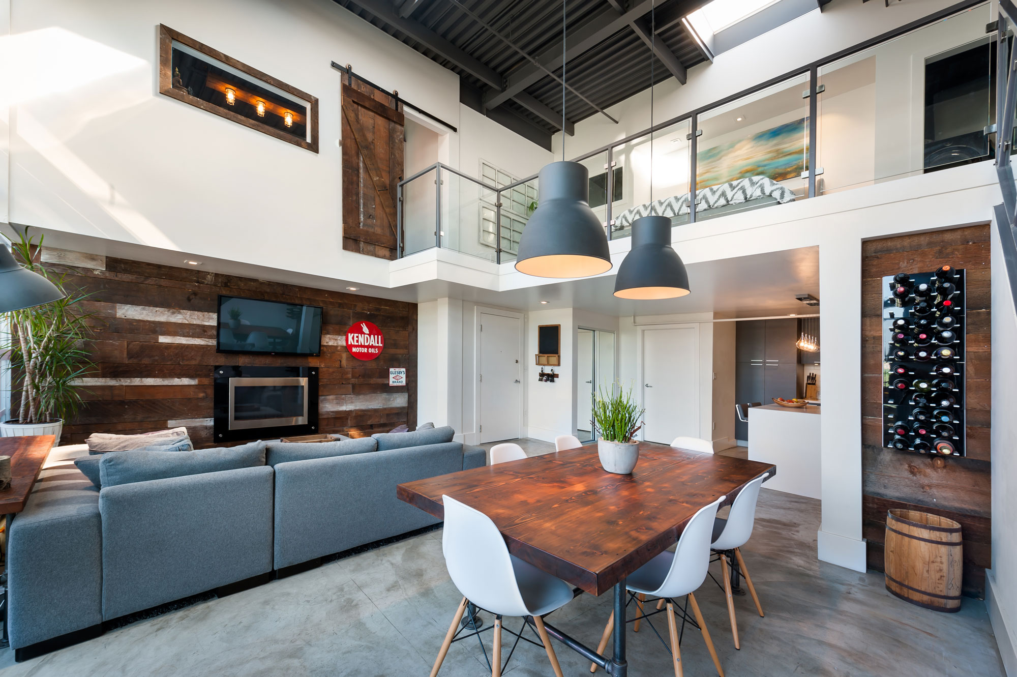 Vintage Modern Double Height Loft in Vancouver-07