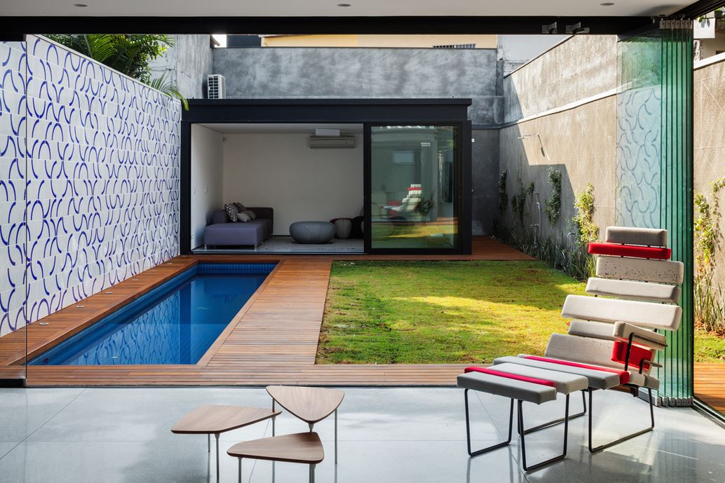 7x37 House in Sao Paulo by CR2 Arquitetura-02