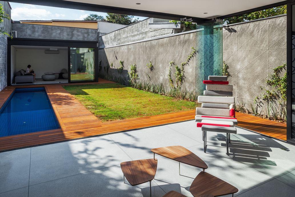 7x37 House in Sao Paulo by CR2 Arquitetura-06