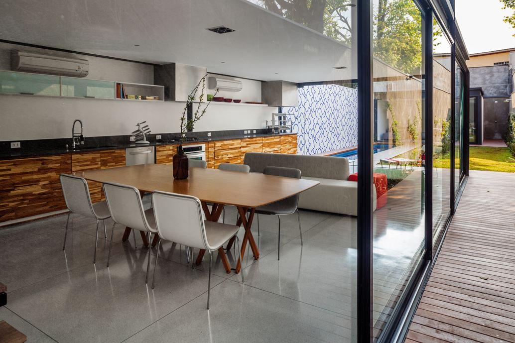 7x37 House in Sao Paulo by CR2 Arquitetura-07