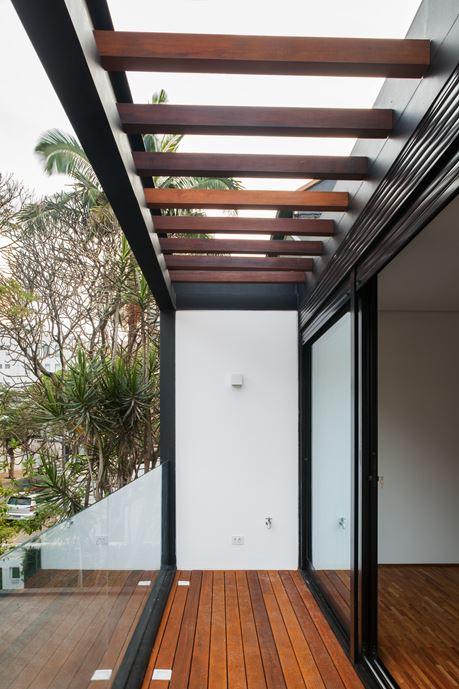 7x37 House in Sao Paulo by CR2 Arquitetura-15