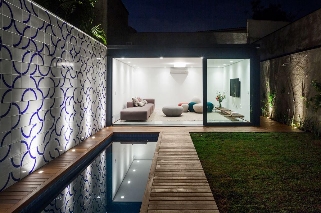 7x37 House in Sao Paulo by CR2 Arquitetura-20
