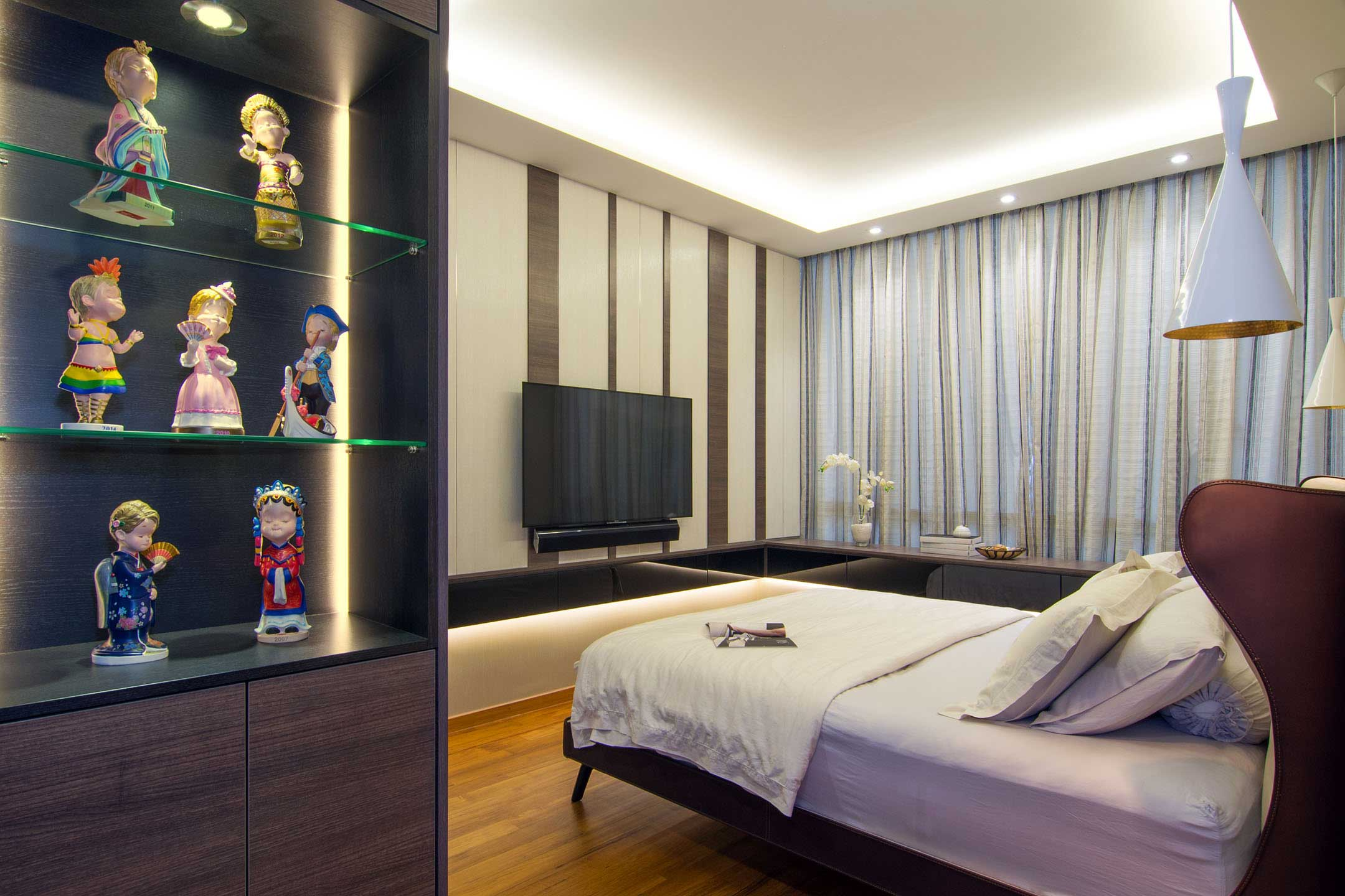 Apartment designed for an art lover in Singapore by KNQ Associates-09
