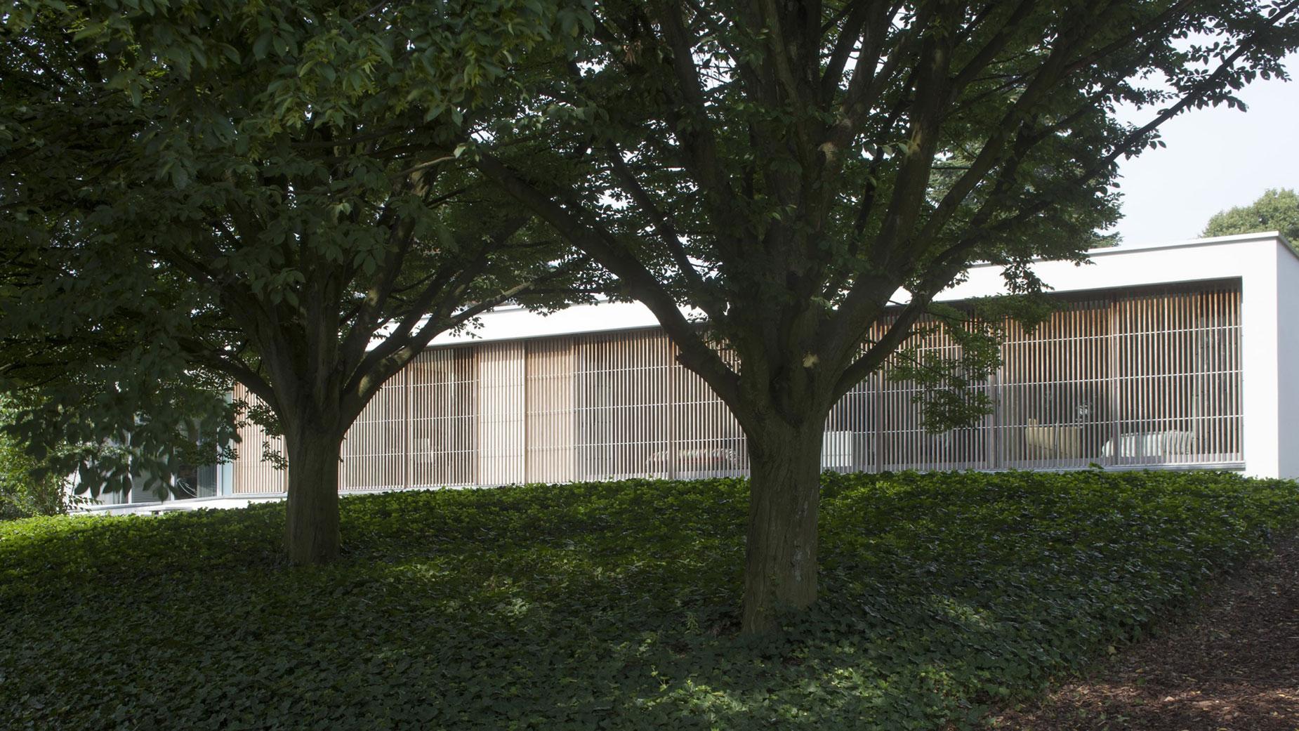 Boxed Villa Spee Haelen with Panoramic Windows by Lab32 architecten-05