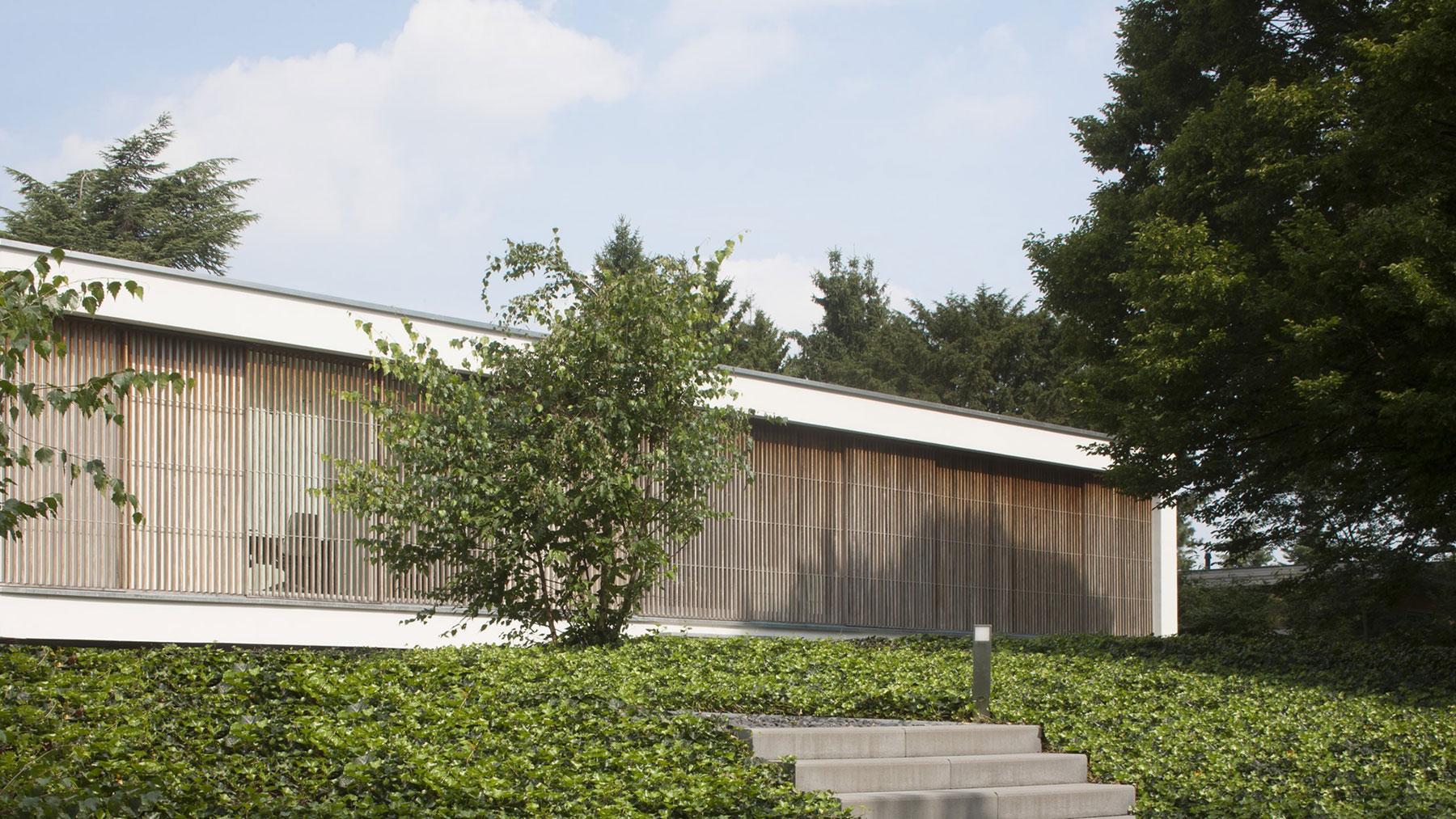 Boxed Villa Spee Haelen with Panoramic Windows by Lab32 architecten-08