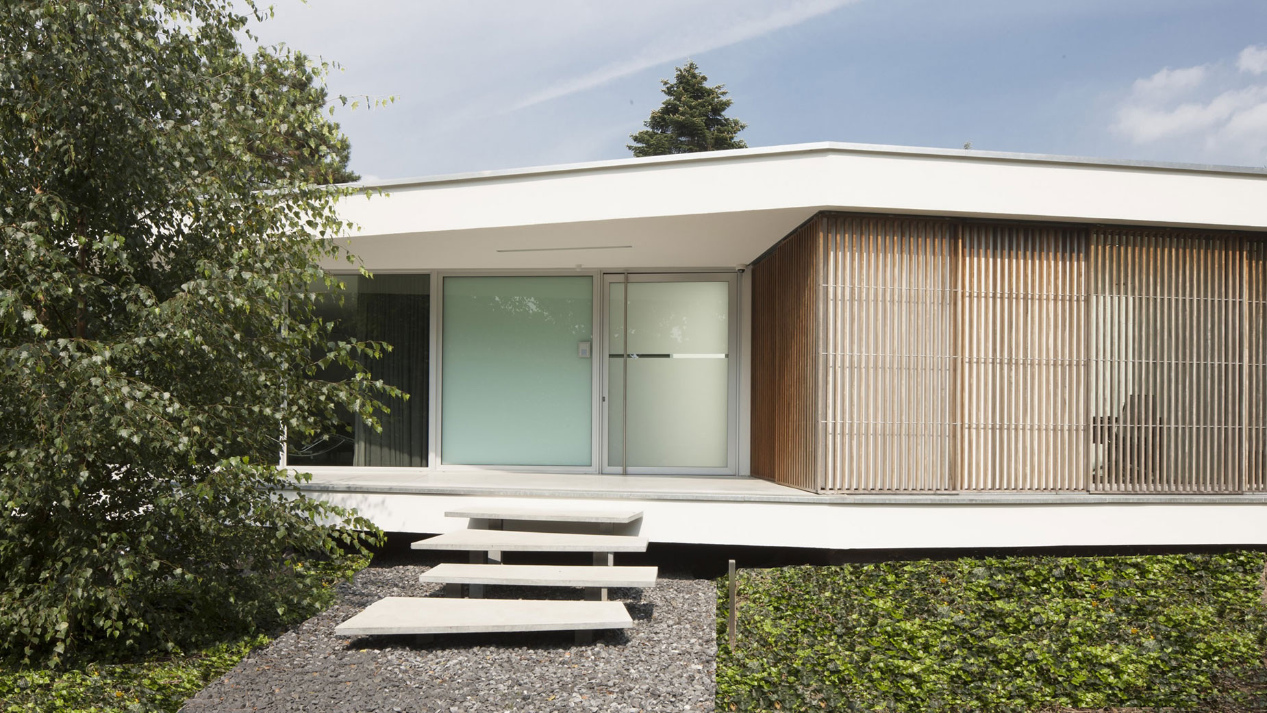 Boxed Villa Spee Haelen with Panoramic Windows by Lab32 architecten-09
