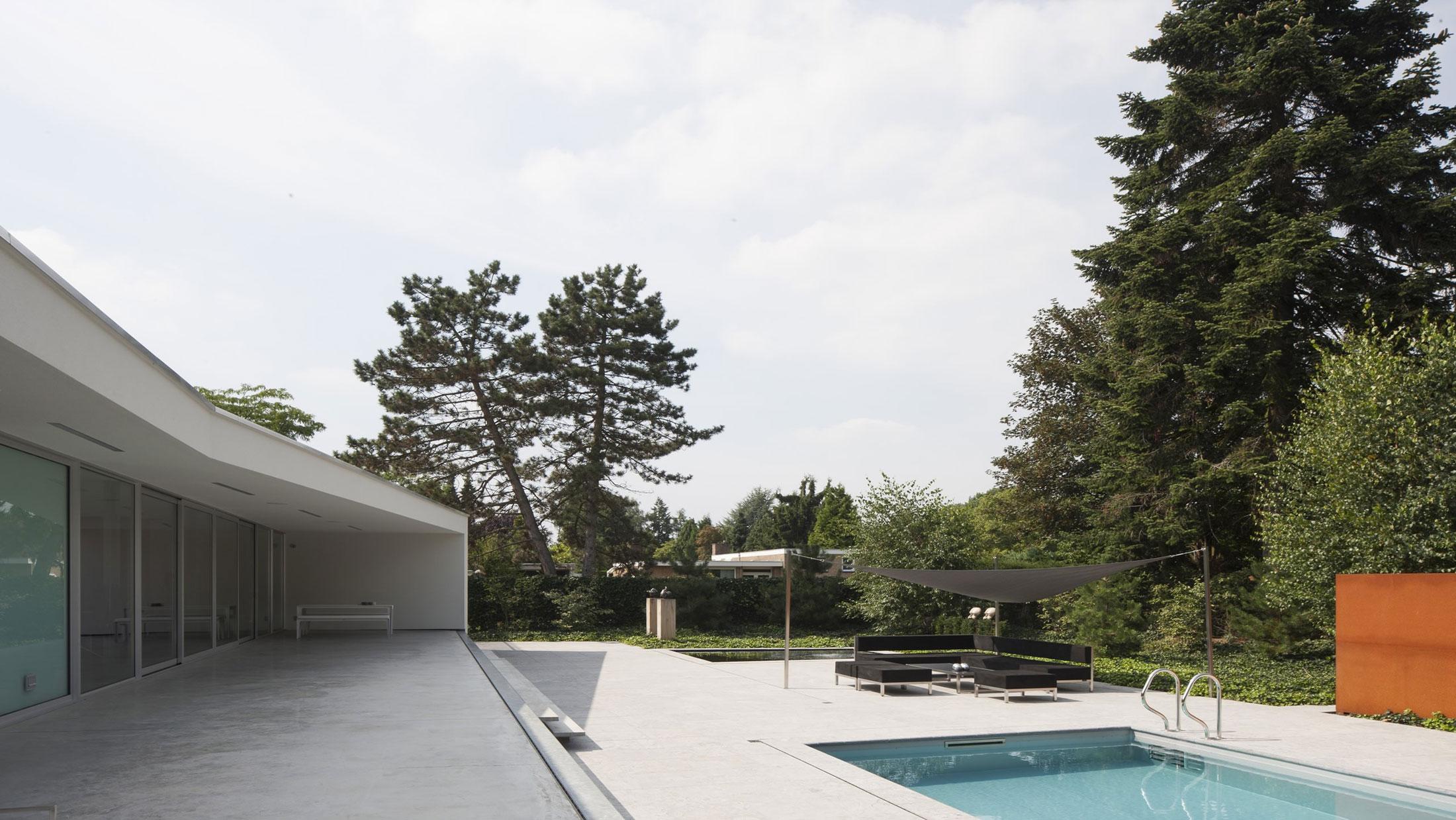 Boxed Villa Spee Haelen with Panoramic Windows by Lab32 architecten-12