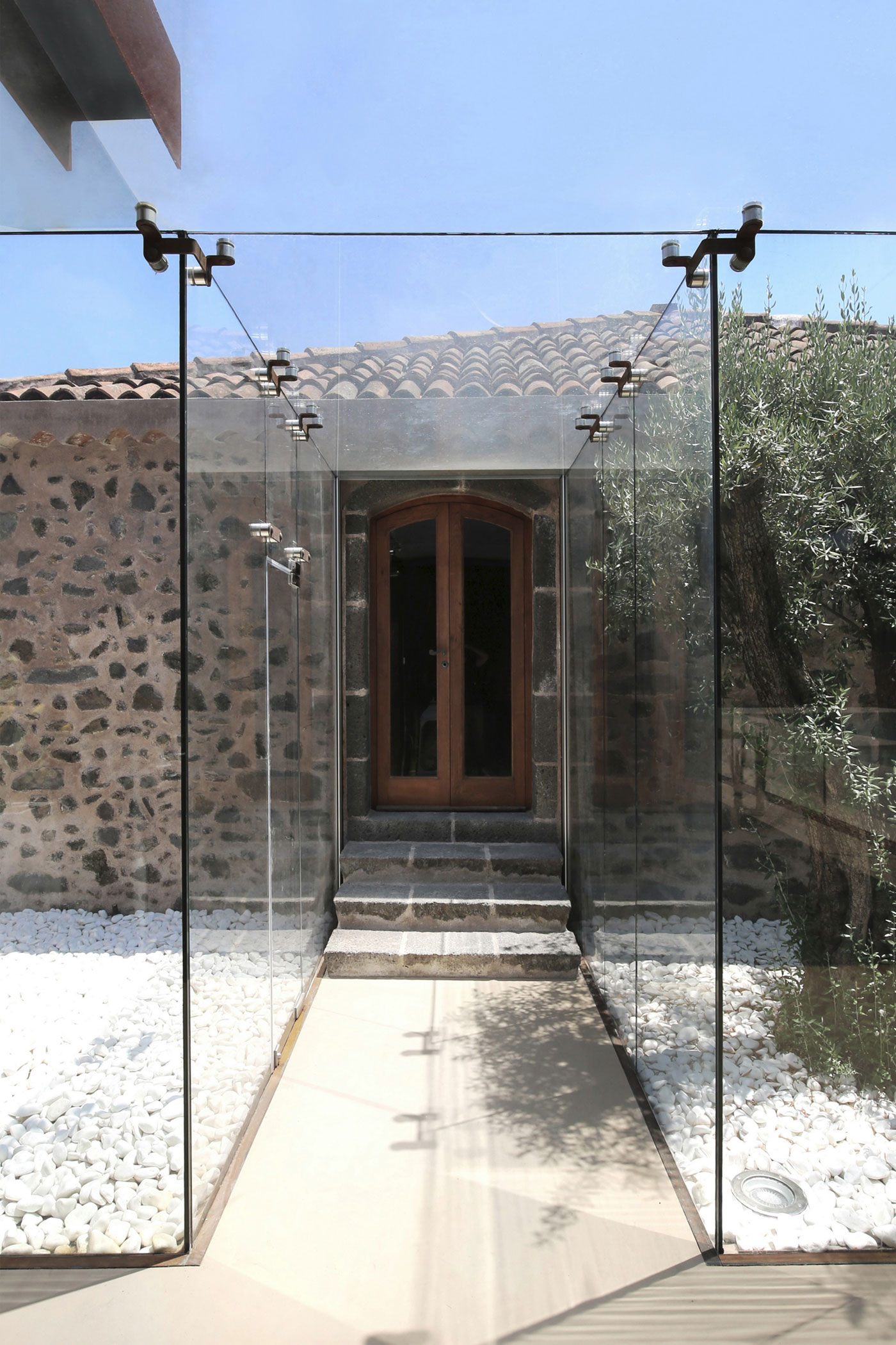 CRV House in Viagrande by ACA Amore Campione Architettura-16