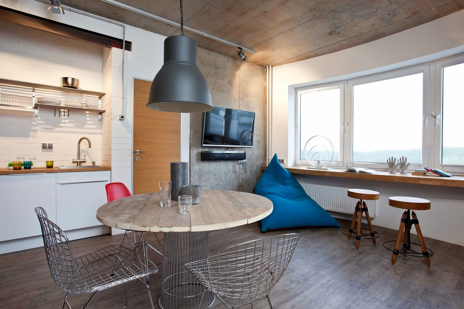 Concrete Wall Apartment in Krasnogorsk by Studio Odnushechka-09