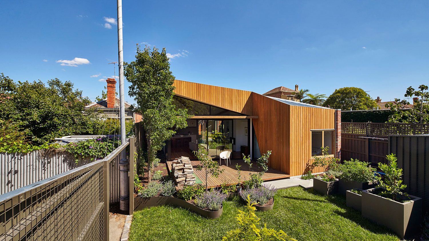Diagonal House in Fitzroy by Simon Whibley Architecture & Antarctica-02