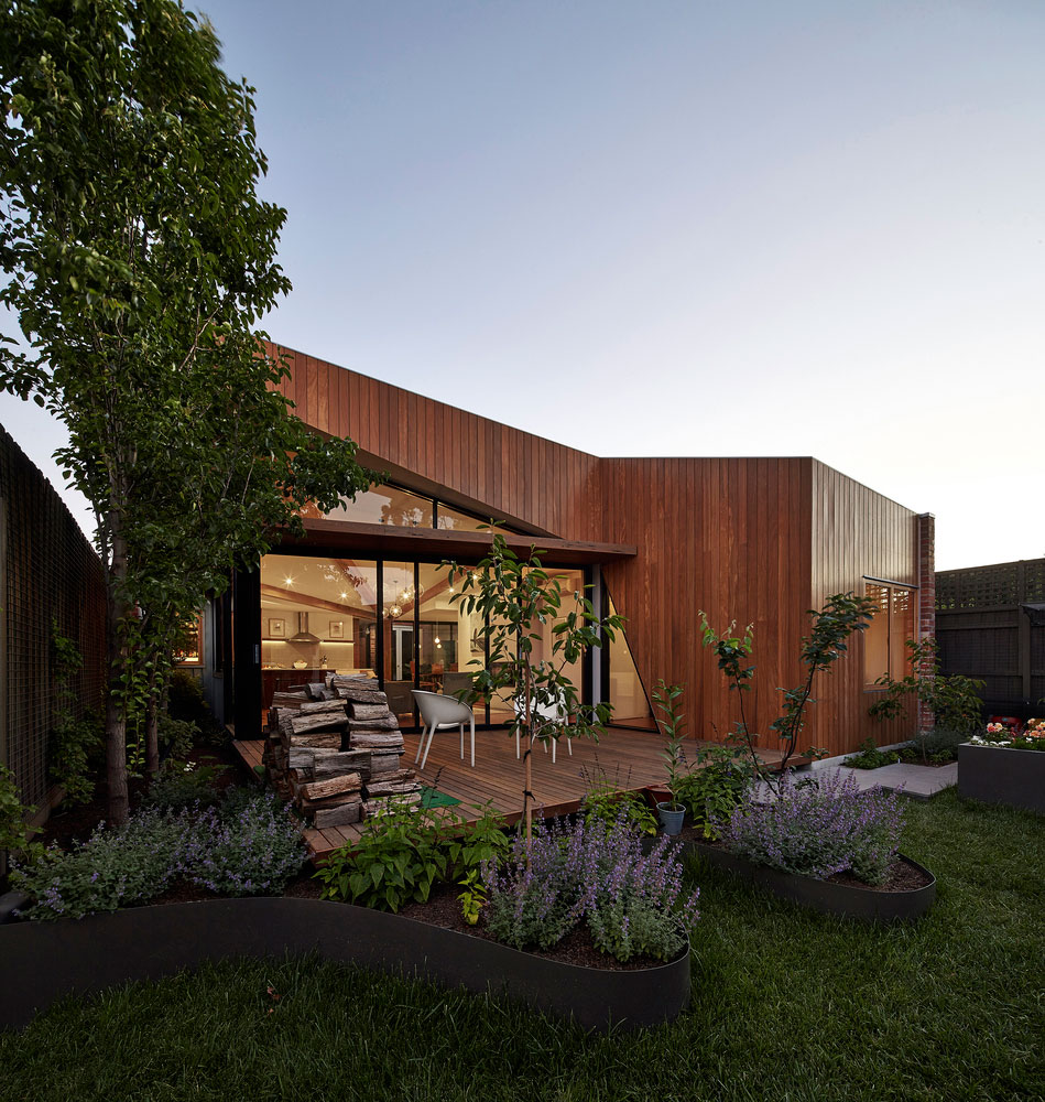 Diagonal House in Fitzroy by Simon Whibley Architecture & Antarctica-08
