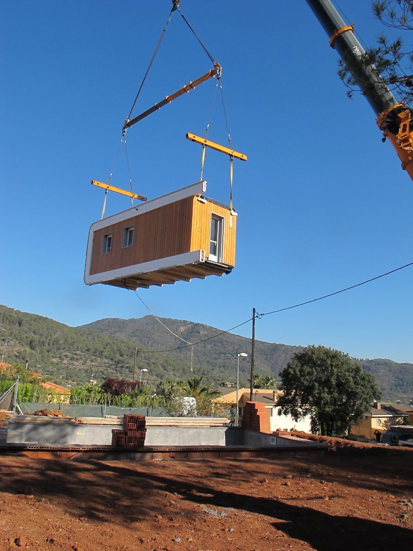 Eco-Friendly and Energy Efficiency with Mobile Device Control of El Refugio Inteligente by NOEM-01