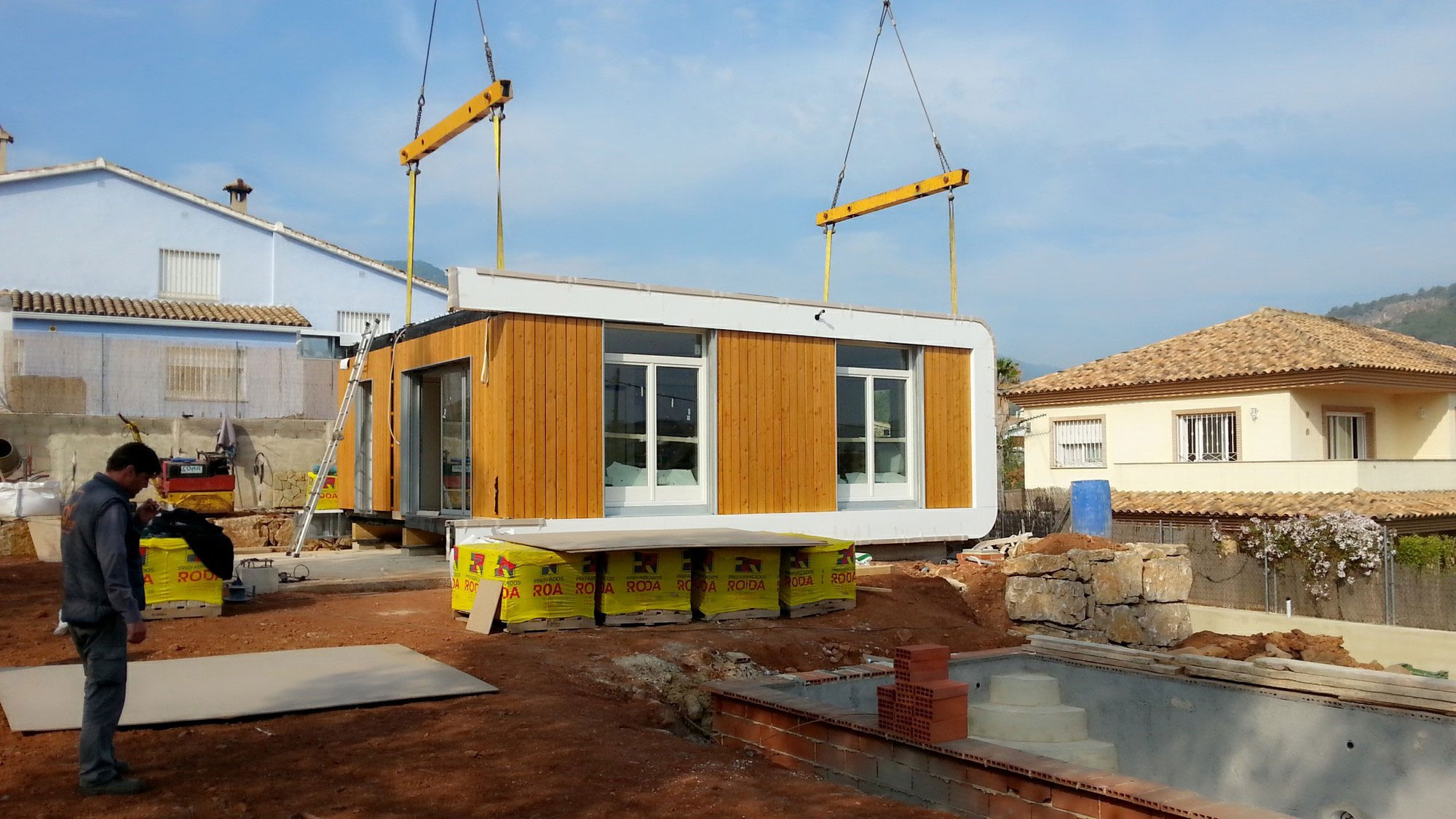 Eco-Friendly and Energy Efficiency with Mobile Device Control of El Refugio Inteligente by NOEM-02