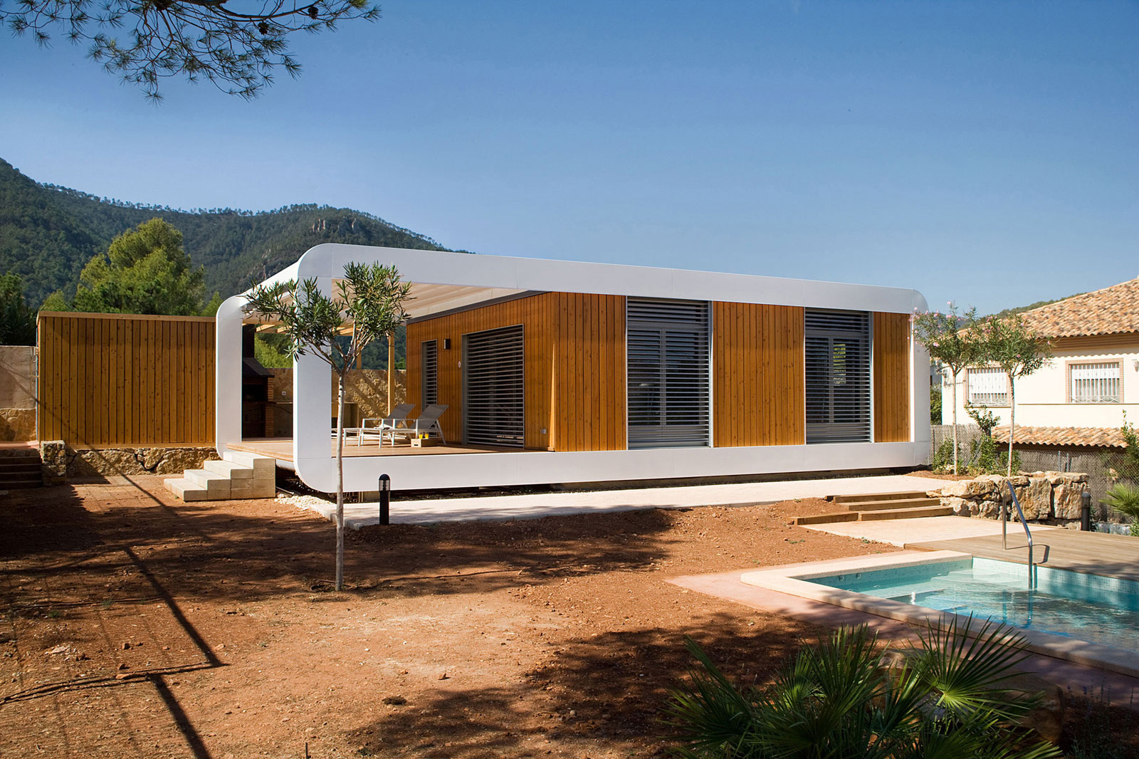 Eco-Friendly and Energy Efficiency with Mobile Device Control of El Refugio Inteligente by NOEM-03