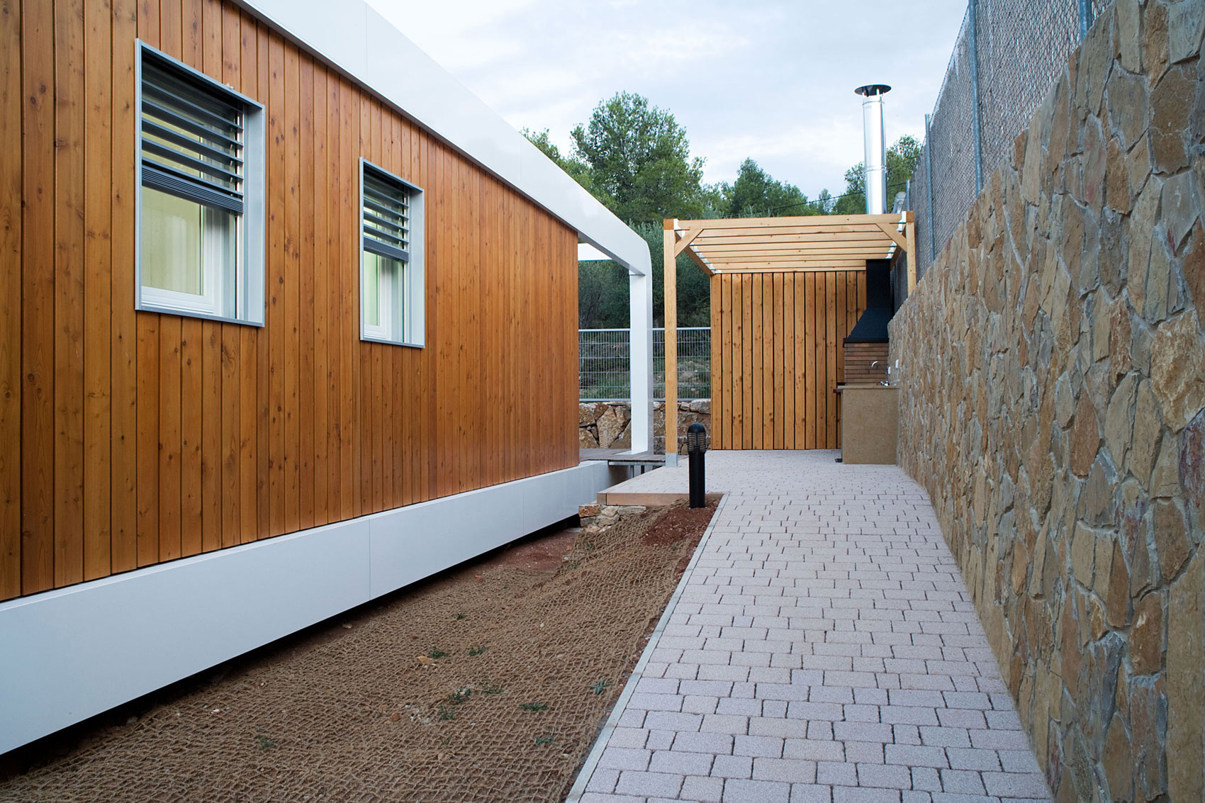 Eco-Friendly and Energy Efficiency with Mobile Device Control of El Refugio Inteligente by NOEM-05