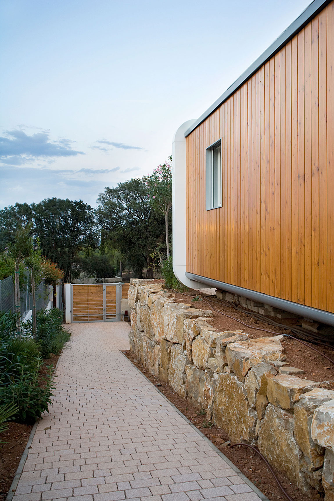 Eco-Friendly and Energy Efficiency with Mobile Device Control of El Refugio Inteligente by NOEM-06